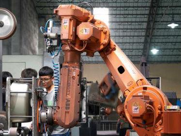 """英媒:中国制造业正靠""""机器人""""完成新工业革命"""
