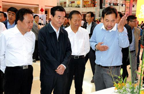 首届中国西部花卉产业高峰论坛暨传统插花艺术大赛开幕