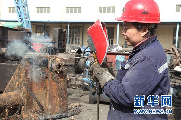 """神华宁煤集团--""""焊花""""常玉红:17年的坚守奉献"""