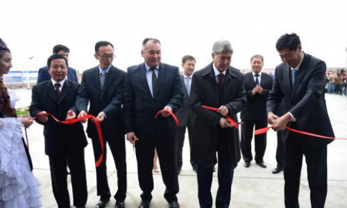 """图为""""达特卡-克明""""500千伏南北输变电工程竣工仪式"""