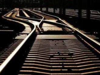 中企承建中亚首条铁路投入使用