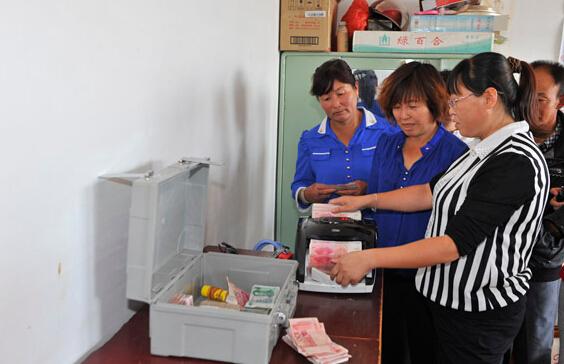 宁夏向8.4万户贫困户发放扶贫小额信贷43亿元