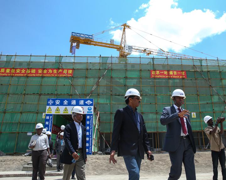 """中国企业传授铁路技术 让非洲人""""玩转""""铁路"""