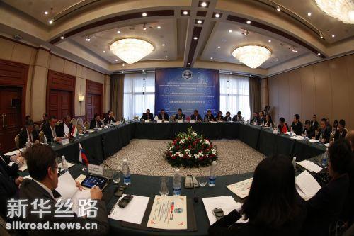 这是10月12日在吉尔吉斯斯坦首都比什凯克拍摄的上海合作组织成员国经贸部长第15次会议现场 新华社发(罗曼摄)