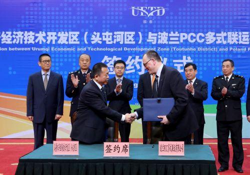 2016.3.21 经开区与波兰PPC签约郭洪耀与达瑞兹·史泰芬斯基签订合作意向书