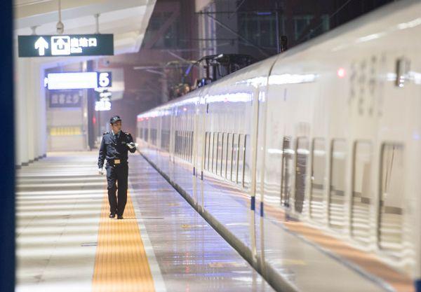 """外媒看中国建世界最大高铁网:政府拟建""""高铁经济"""""""