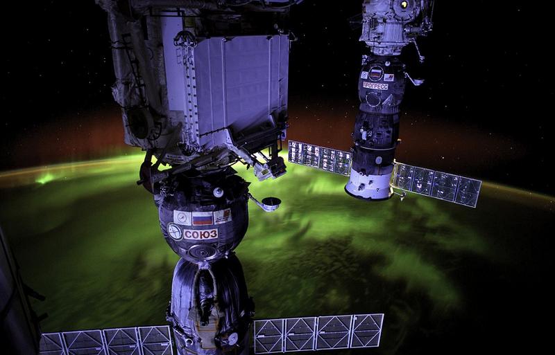 在太空站工作期间,他为一本新的摄影书籍创作了一组令人惊叹的最佳作品集。