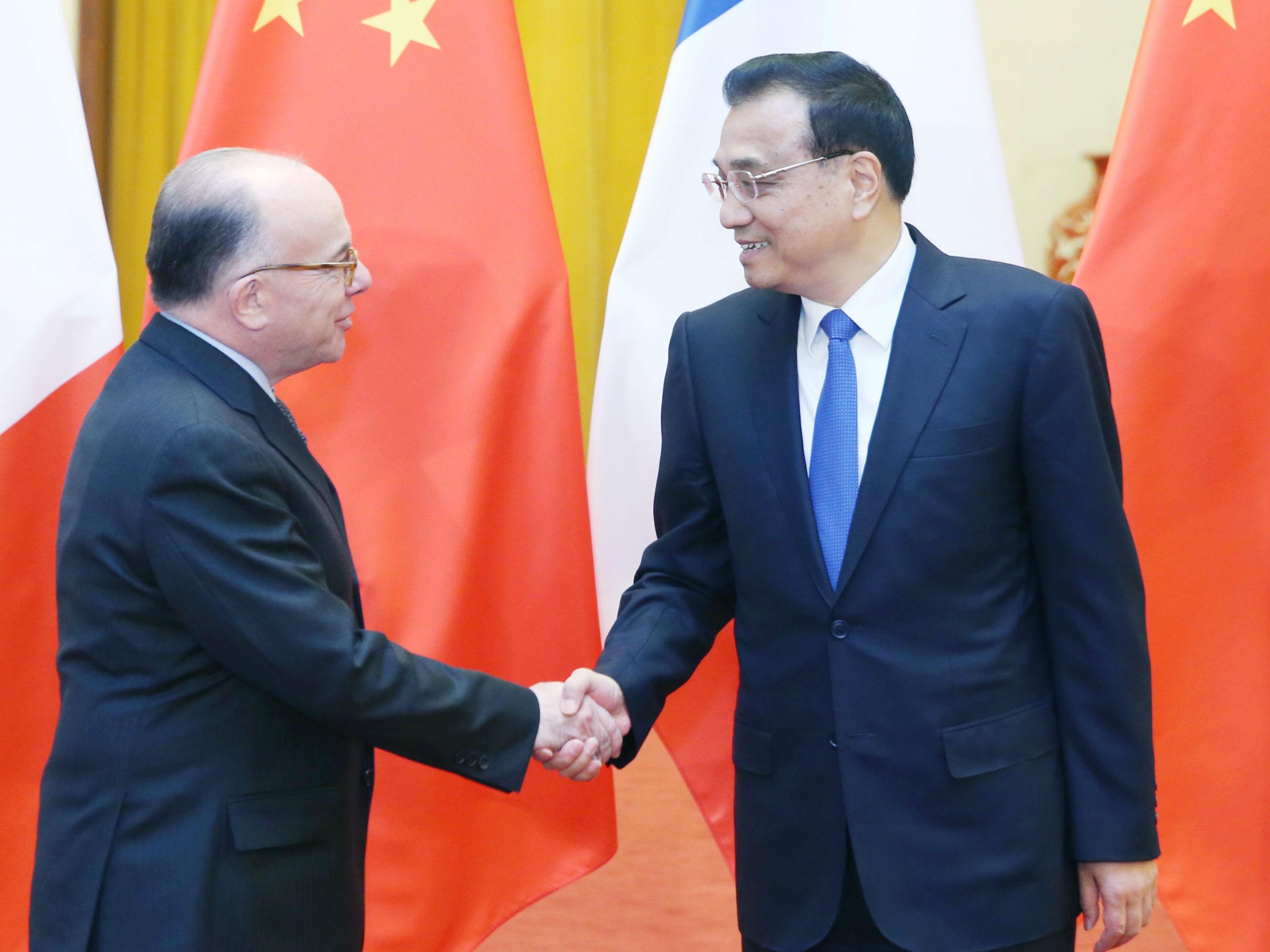 李克强与法国总理卡泽纳夫共同会见记者