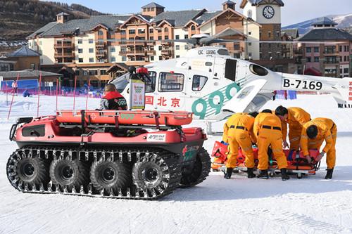 999急救中心首次推出国际雪地医疗救援专用车