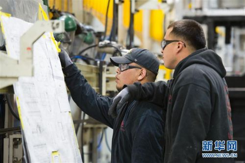 """扎根美国小城的中国""""绿巨人""""——走进比亚迪北美工厂"""
