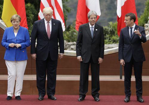5月26日,在意大利陶尔米纳,德国总理默克尔、美国总统特朗普、意大利总理真蒂洛尼与法国总统马克龙(从左至右)拍摄集体照。