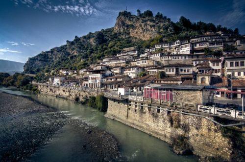 阿尔巴尼亚概况,阿尔巴尼亚人口、面积、重要节日一览