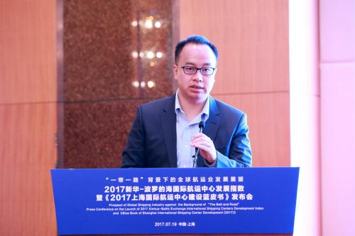 中信证券高级副总裁、研究部首席策略师秦培景发言