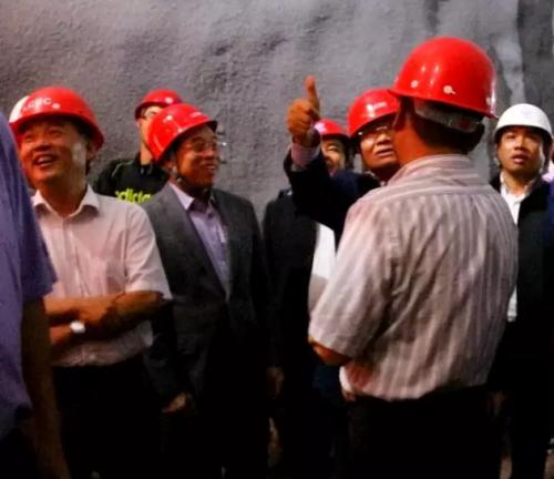 老挝总理高度赞赏中老铁路项目施工成果