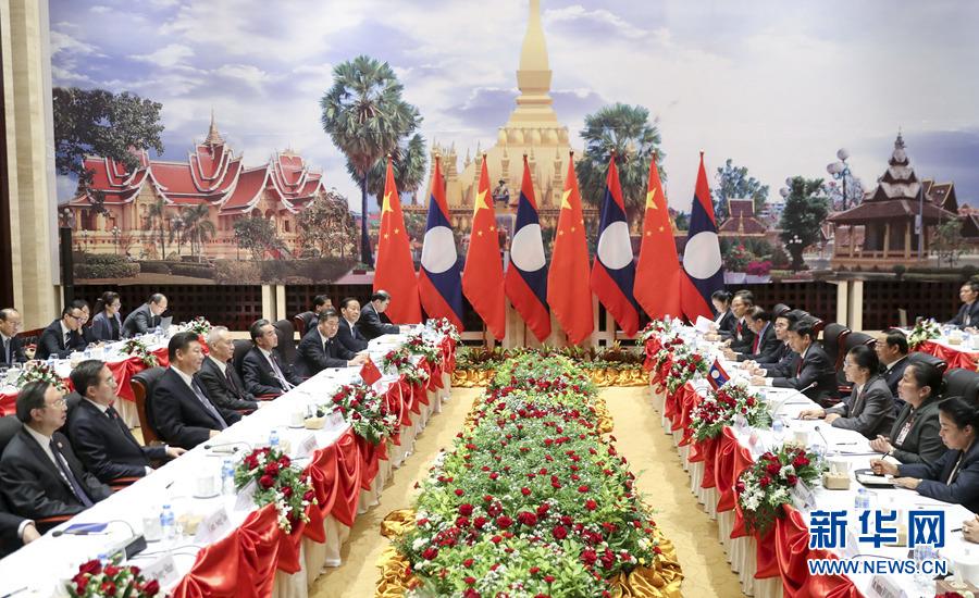 11月14日,中共中央总书记、国家主席习近平在万象国家会议中心会见老挝国会主席巴妮。 新华社记者 丁林 摄