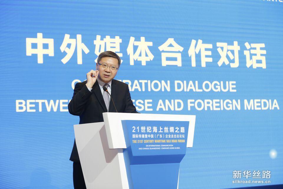 """复旦大学中国研究院院长张维为在论坛上发表题为:一带一路""""与中国价值观的传播的主题演讲"""