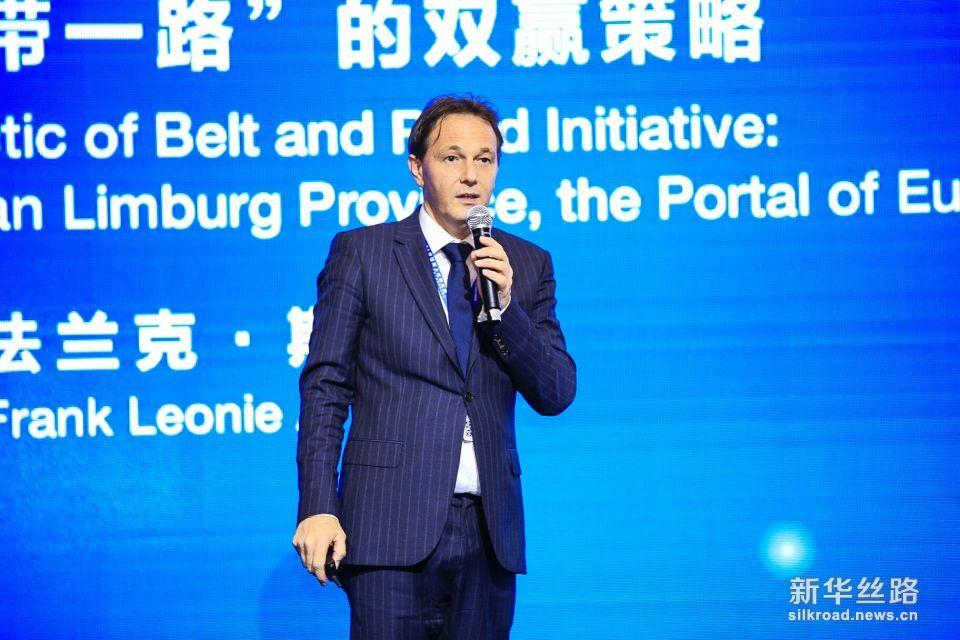 """11月29日,在广东珠海举办的海丝论坛平行主题论坛:""""21世纪海上丝绸之路""""重塑贸易新格局上,比利时林堡省发展局局长法兰克•斯瓦兹发表:比利时王国林堡省—欧洲的门户,论""""一带一路""""上的双赢策略的主题演讲。"""