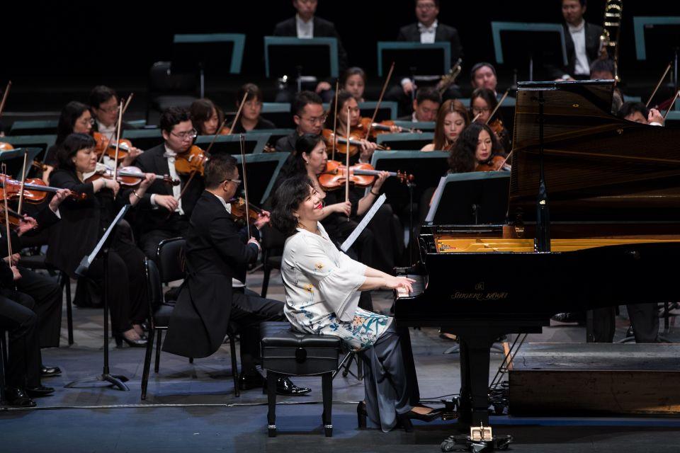 """3月17日,在马来西亚吉隆坡,中国国家交响乐团在""""一带一路""""马中友好钢琴交响音乐会上表演。新华社记者朱炜摄"""