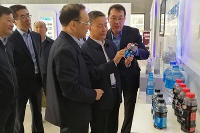 斯泽夫就推动海水淡化技术到江苏丰海公司调研