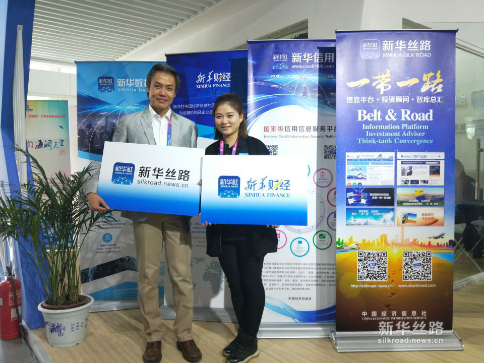 万达体育中国市场总经理朱明做客北京车展中经社展馆。(新华社 张红超摄)