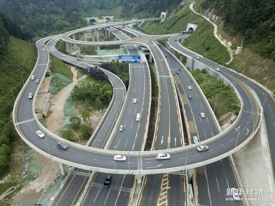 这是贵阳市贵阳北站立交(5月23日无人机拍摄)。新华社记者 才扬 摄