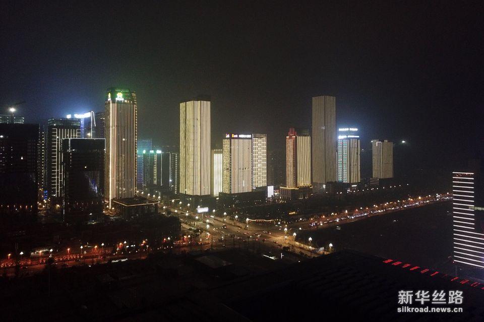 这是贵阳市观山湖区夜景(5月23日无人机拍摄)。新华社记者刘续 摄