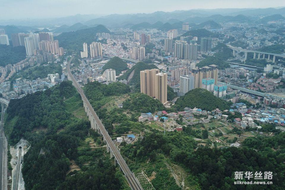 这是贵阳市一景(5月23日无人机拍摄)。 新华社记者 欧东衢 摄