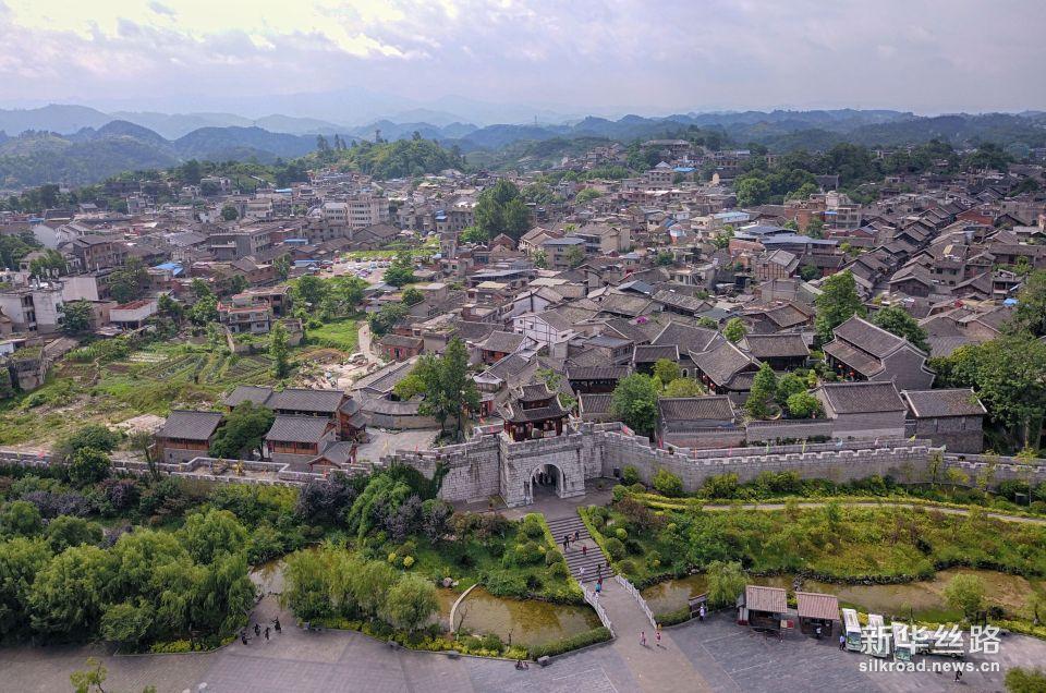 这是国家5A级旅游景区——贵阳市青岩古镇(5月24日无人机拍摄)。新华社记者 才扬 摄