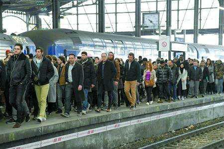 法国政府宣布承担法国国营铁路公司350亿欧元债务