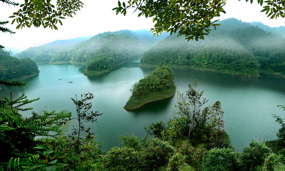 黄荆景区——红龙翠湖 成林摄