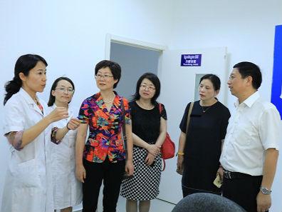 无锡三院党委书记江芳萍到访西港特区