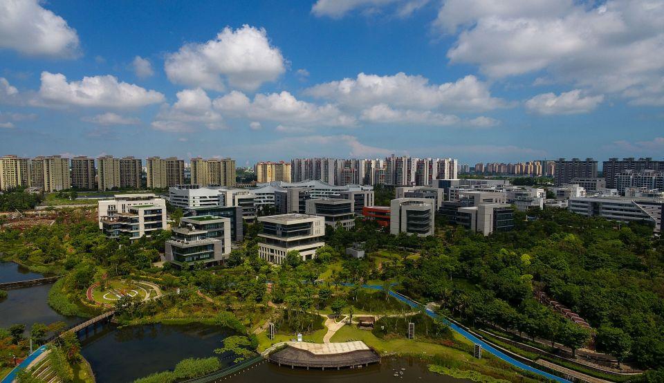 这是5月22日无人机拍摄的海南生态软件园。新华社记者杨冠宇摄