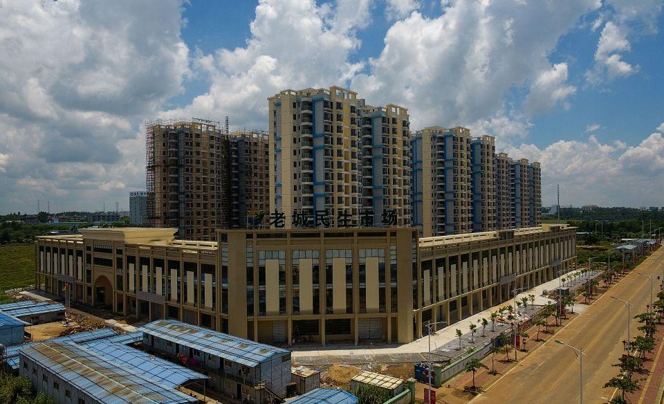 这是即将营业的老城民生市场,开业后将极大方便园区内职工的日常生活(5月22日无人机拍摄)。新华社记者杨冠宇摄