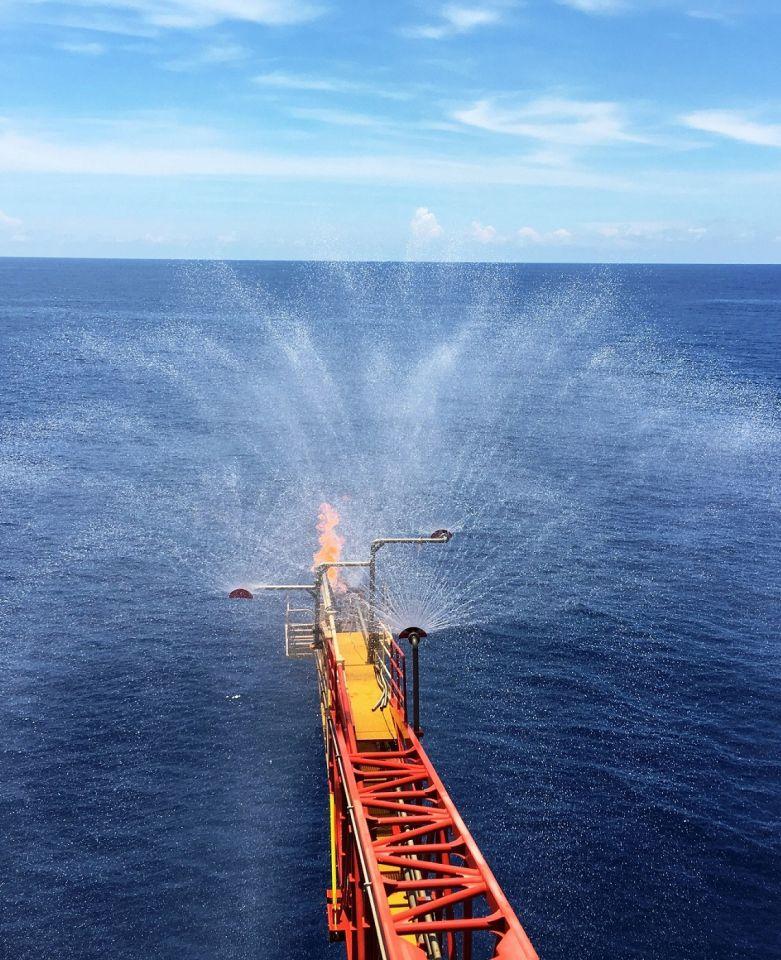 这是南海天然气水合物试采工程现场(2017年7月9日摄)。新华社发(朱夏 摄)