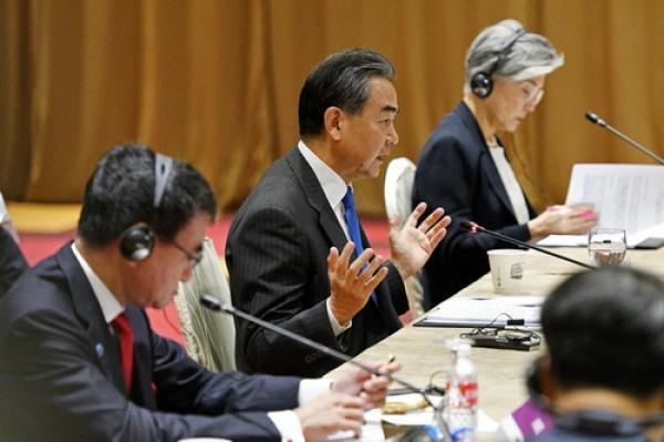 国务委员兼外交部长王毅出席在新加坡举行的东盟与中日韩(10+3)外长会议