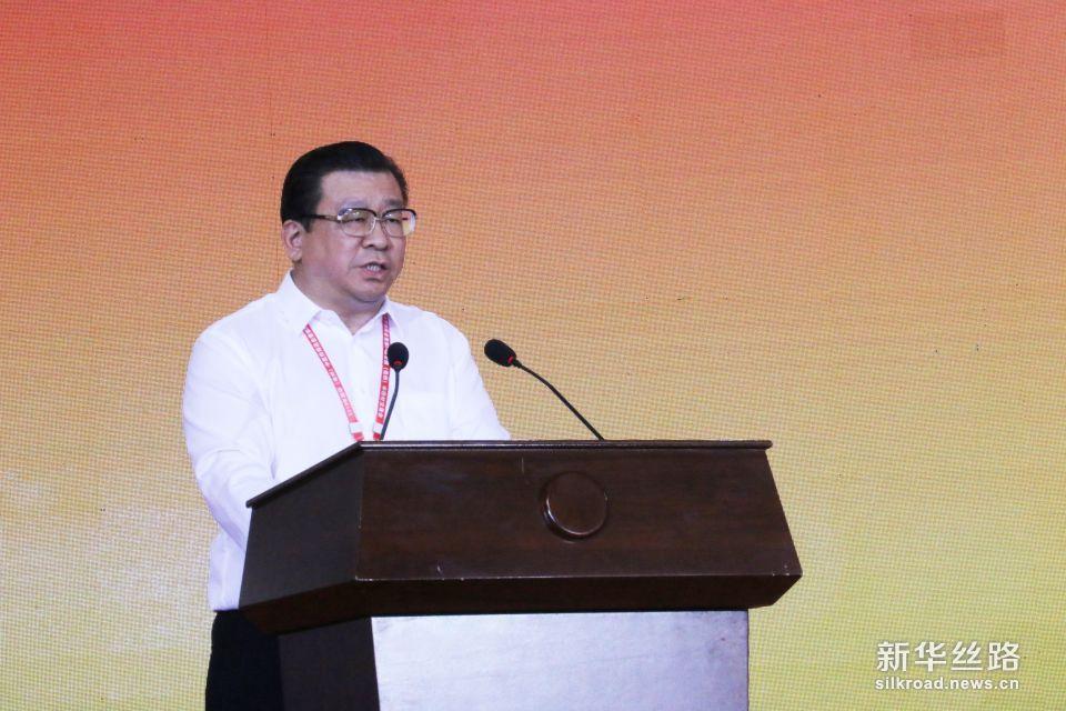 亳州市委副书记、市长杜延安主持2018药博会开幕式。摄影:赵欣