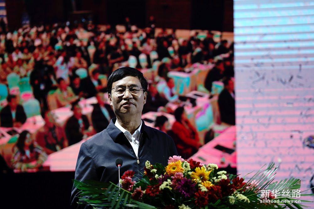 吕梁人民政府市长王立伟发表演讲,主题为:产区对中国白酒国际化发展的推动。 摄影:武海珠