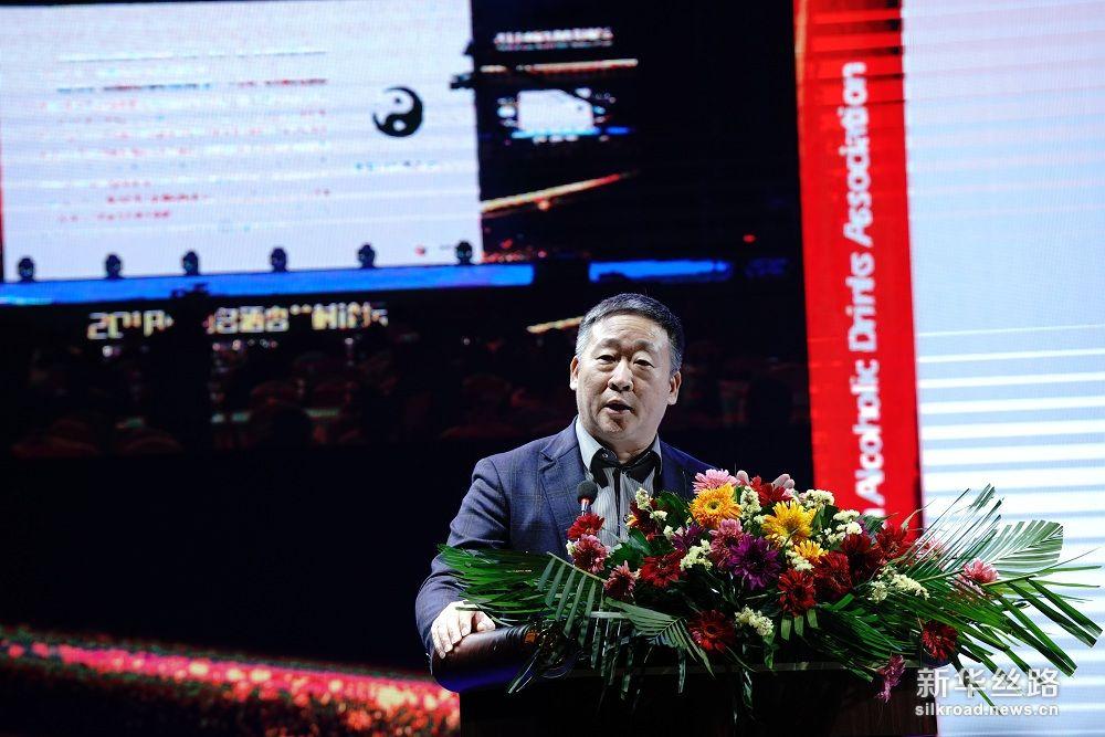 中国酒业协会副理事长兼秘书长、宋书玉发表演讲,主题为:中国白酒如何通过产区把握国际化发展新机遇,赢得新出路。 摄影:武海珠