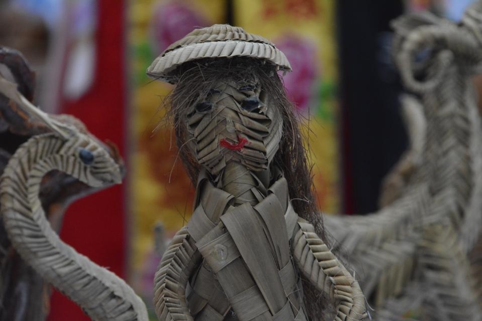 """2018第六届中国(泸州)西南商品博览会""""一带一路国家馆""""商品展示。摄影:张涛"""