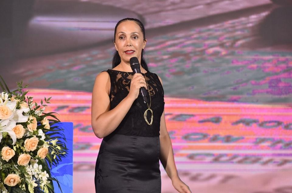 以色列瑞奇弗彻利公司CEO Arieli Ronhi(阿里利•隆伊)女士发言,题目是《以色列的葡萄酒文化与我的中国情》。摄影:张涛