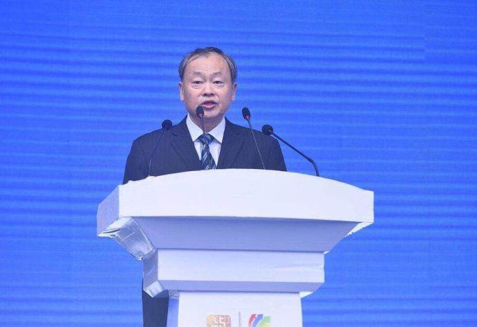 中国商业联合会会长姜明在开幕式上致辞。
