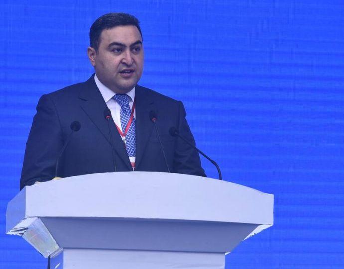 阿塞拜疆共和国驻华大使阿克拉姆·杰纳利在开幕式上致辞。
