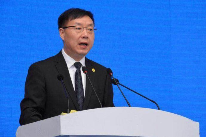 四川省商务厅巡视员郑鹏斌在开幕式上致辞。