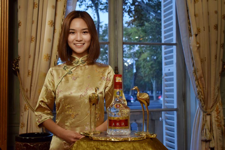 图为五粮液展台的纯纯中国风