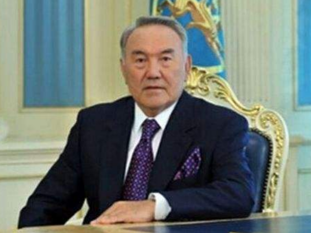 哈萨克斯坦总统说哈方高度重视发展对华合作