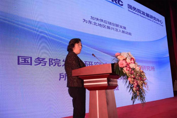 国务院发展研究中心市场经济研究所王微主任,就《加快供应链创新发展 为东北地区振兴注入新动能》内容演讲(王劲松摄)