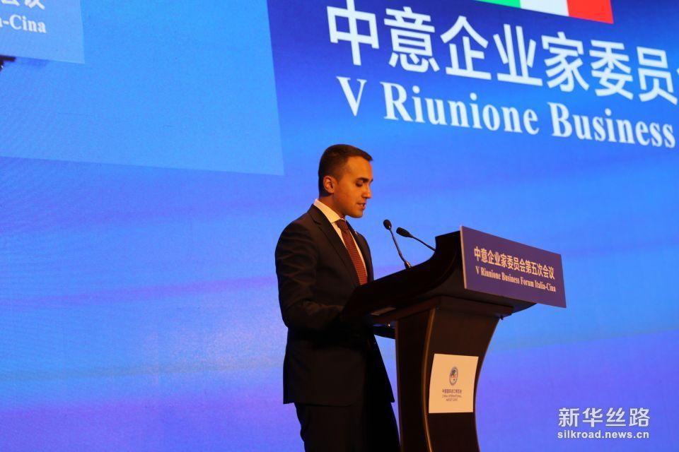 意大利副总理兼经济发展部、劳动与社会政策部部长迪马约先生致辞(新华社 王健摄)。