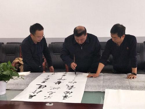"""书法家吴福春受聘为银外""""国学校长"""""""