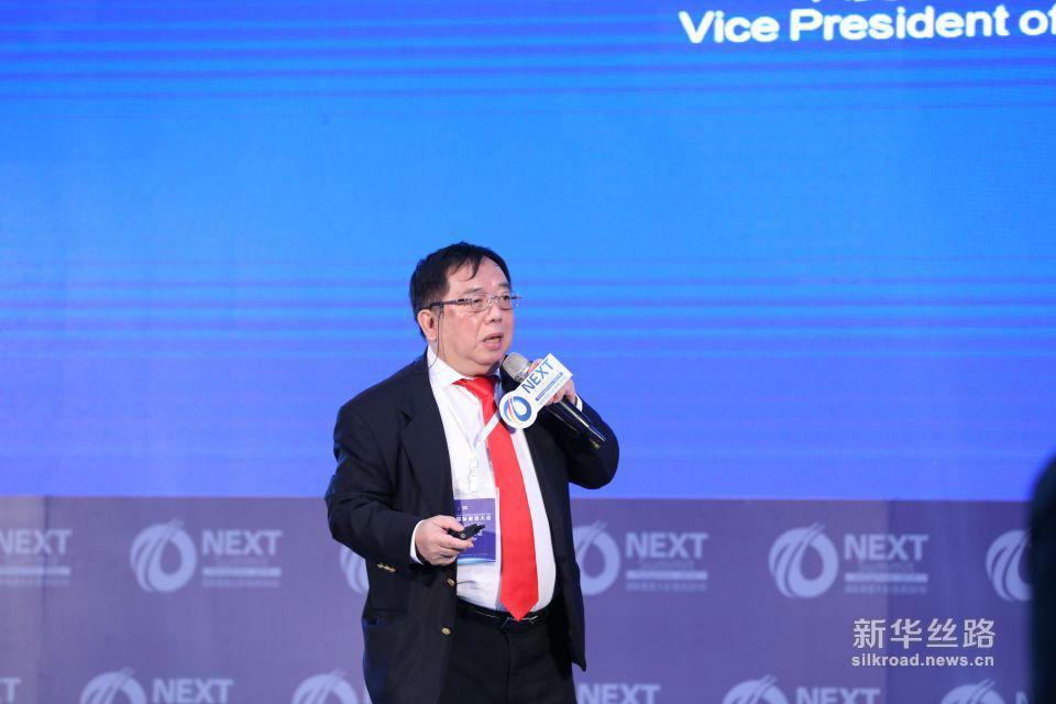 印度尼西亚工商联合会副主席、印尼蓝迪智库主席吴永升(Vince Goman)发表演讲。 ( 新华社记者 周懿摄)