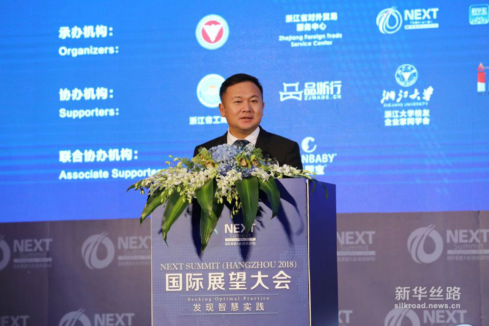 伊利集团副总裁张轶鹏发表题为《深化中新乳业合作,共筑世界品质》的演讲。 ( 新华社记者 周懿摄)